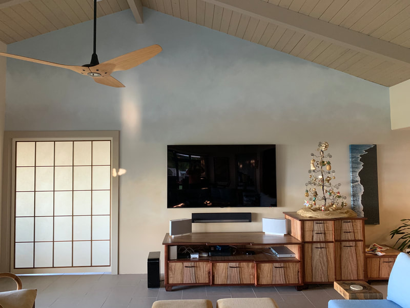 Thompson Art Studios gradually changes the wall color from light at the floor to dark near the ceiling in this Ombre wall finish on the Big Island of Hawaii.