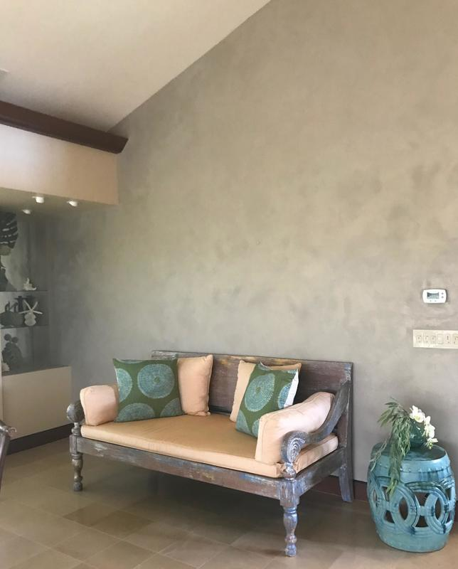 LusterStone® applied by Thompson Art Studios adds a soft and multi-dimensional feeling to walls in Hawaii.